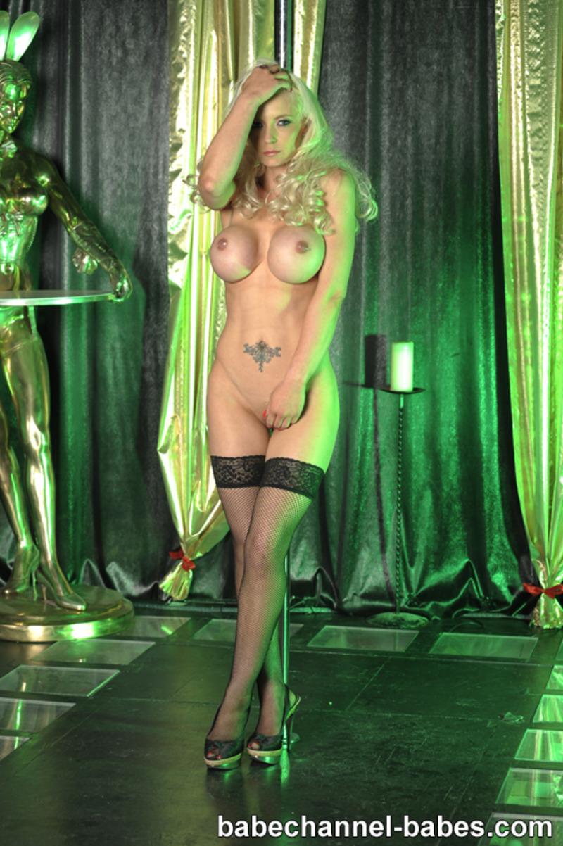 striptizershi-golie-fotki