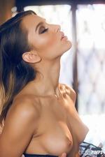Uma Jolia Posing In Sexy Lingerie-02