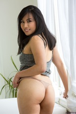 Omorose Shows Her Hairy Pussy-00