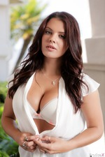 Keisha Grey Takes Off Her Sexy Dress-01