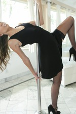 Naughty Pole Dancer Kimmy Granger-02