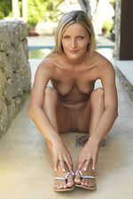 Paola Shows Her Nude Body Outdoor-04