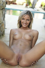 Paola Shows Her Nude Body Outdoor-08