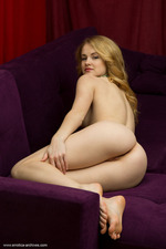 Alice May Shows Her Fine Ass-01