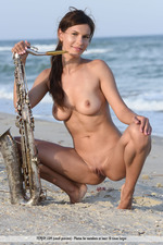 Susi Playing By The Sea-00
