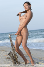 Susi Playing By The Sea-01