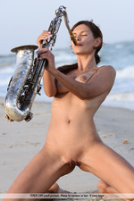 Susi Playing By The Sea-02