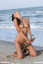 Susi Playing By The Sea-03