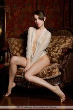 Slim Naked Lisia-00