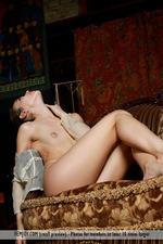 Slim Naked Lisia-03