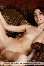 Slim Naked Lisia-04