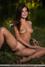 Naked Sexy Arina Having Fun Outdoor-15