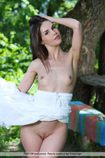 Vana Is Naked In The Park-01