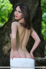 Vana Is Naked In The Park-02