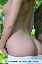 Vana Is Naked In The Park-03