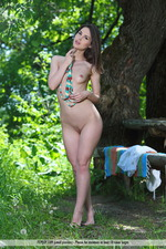 Vana Is Naked In The Park-08