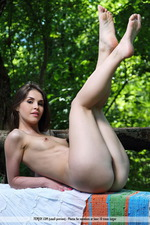 Vana Is Naked In The Park-12