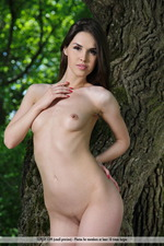 Vana Is Naked In The Park-15