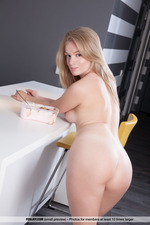 Lee Shows Her Tight Ass-04