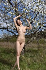 Outdoor Nudity With A Sexy Brunette-01