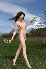 Outdoor Nudity With A Sexy Brunette-06