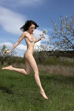 Outdoor Nudity With A Sexy Brunette-08