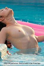 Naked Doria Posing In The Pool-06