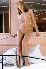 Naked Stunning Zenia-08