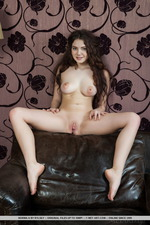 Naked Curly Norma-01