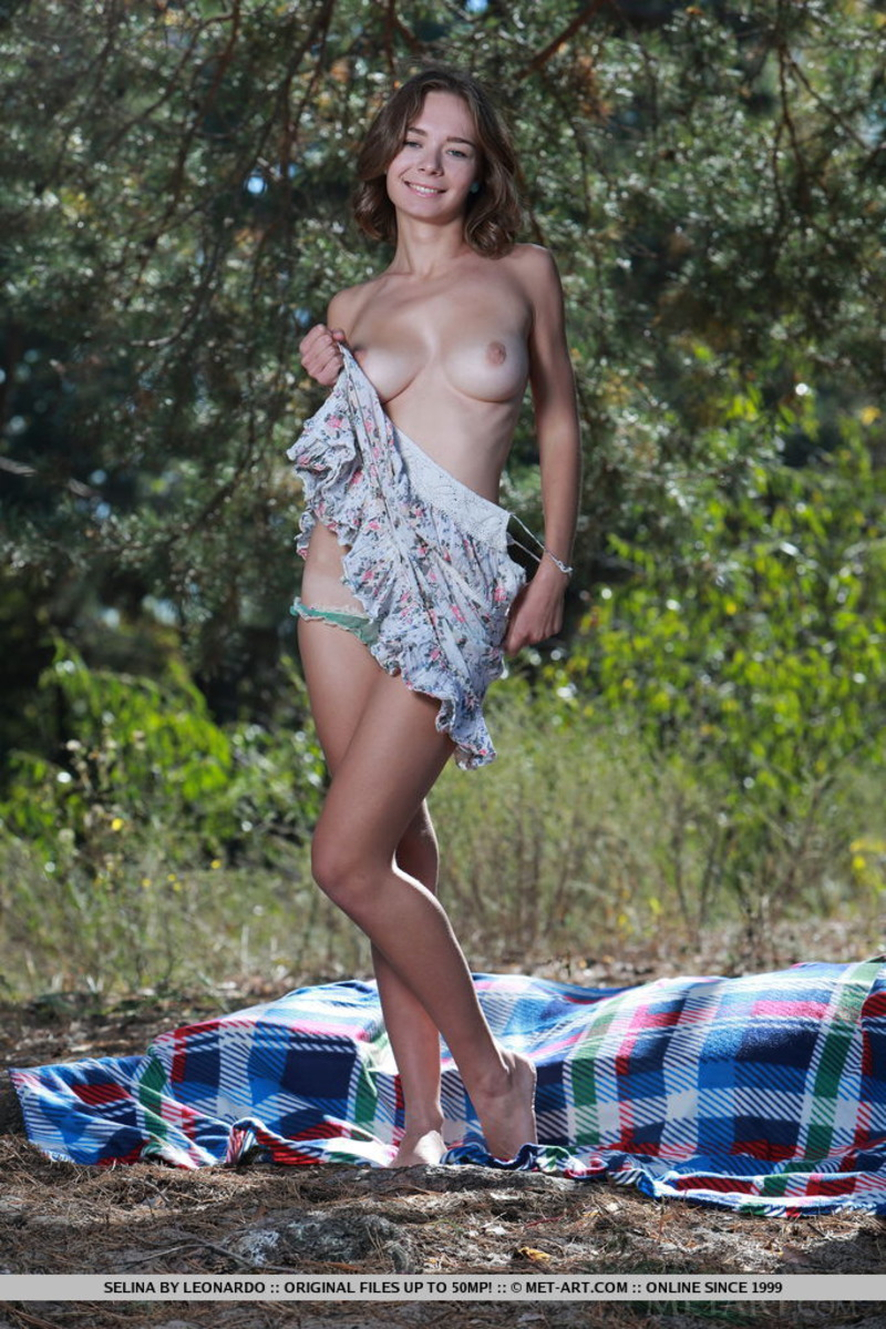 Busty Selina Gets Nude Outdoor-03