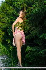 Sexy Vittoria Flashing Her Pussy Outdoors-14