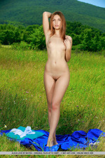 Alicia Love Gets Naked Outdoor-07