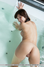 Sexy Zelda Posing In The Bathroom-08