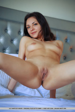 Lily White Is Naked In The Bedroom-01