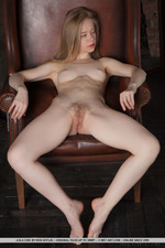 Sweet Blonde Lola Chic -00