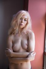 Sexy Blonde Uma-12