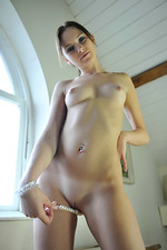 Naked brunette Chloe-10