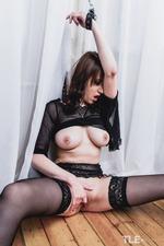 Kinky Busty Girl Selena-05