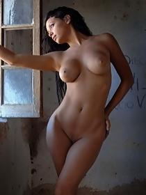 Busty babe in artistic photoset