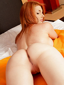 Redhead babe shows her ass