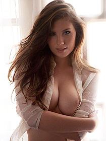Busty Latina Glam Model Anielly Campos