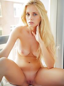 Busty Jennifer Mackay