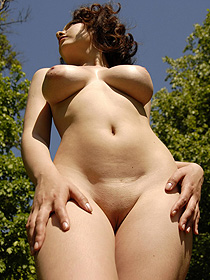 Busty Nude Diana