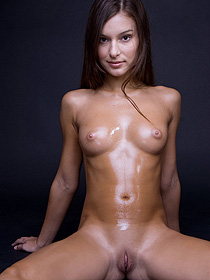 Nikki And Her Oiled Body