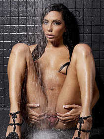 Lela Star Posing In The Shower