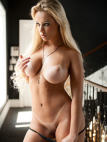 Liziane Shows Her Mighty Curves