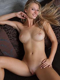 Busty Nude Carisha