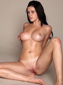 Busty Nude Jennifer