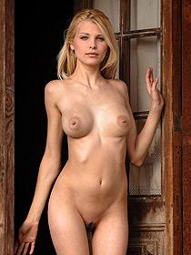Hot Blonde Roxi