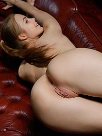 Sweet Teen Carolina Shows Her Round Ass